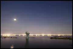 Pohang sculpture (jonstraveladventures) Tags: longexposure sea moon reflection nightshot horizon korea jupiter pohang munichs ns1