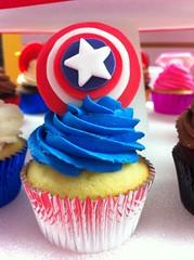 Superhero Cupcakes (Jenny Burgesse) Tags: cupcakes superhero captainamerica fondant geeksweets comicbookshoppeartgala2010
