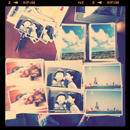 熱騰騰的2011版明信片,剛收到,晚上打狗見。