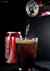COKE - Coca Cola (Agrofilms) Tags: red ice rojo nikon aluminum sb600 foam soda cocacola cans refreshing addiction hielo lata espuma aluminio refresco effervescence refrescante adiccion sb900 efervescencia d300s agrofilms