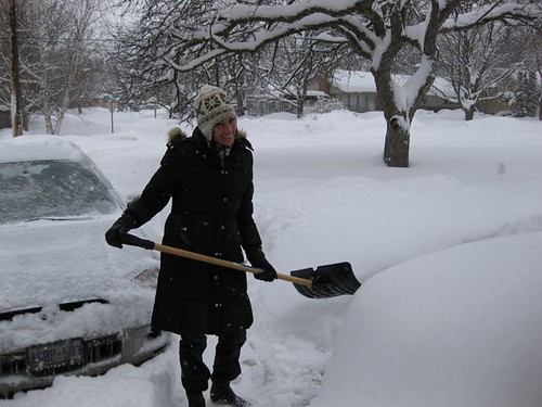 Prevent Back Pain with Tips for Shoveling Snow Correctly