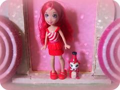 Lila and cutant Chermunkola (bewitchedmagic) Tags: red white glitter toy doll lila plastic picnik pollypocket cutant chermunkola