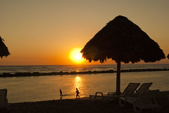 Walking in sunset (jgoge) Tags: sunset sun sol del atardecer photography mar foto picture playa arena fotografia puesta imagenes naranja imagen anaranjado