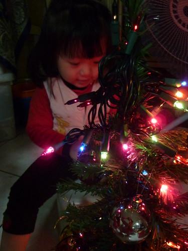 2010xmas - 小妍妍和小聖誕樹