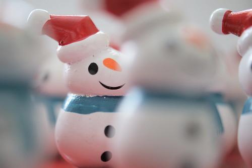 Peeping Snowman