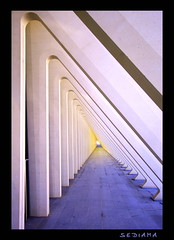 triangle (sediama (break)) Tags: light colors station architecture subway licht triangle arch colours belgium belgique pentax eisenbahn railway architektur colourful farbig santiagocalatrava endless lige belgien bogen triangel lttich endlos bgen ligeguillemins k20d sediama bbigp1387