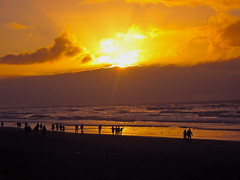 Sunset Noordwijk aan Zee (ToJoLa) Tags: winter sunset sea people sun beach water yellow clouds strand canon gold zonsondergang boulevard weekend wolken zee zon beautifulpeople noordwijk mensen 2011 canong10