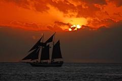 Sun disappearing behind clouds (Mysophie08) Tags: sunset florida keywest bigmomma gamewinner thumbwrestler challengeyouwinner thechallengefactory gamex2winner herowinner pregamesweepwinner cyawarded