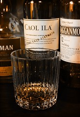 Whisky (- Carsten -) Tags: yellow canon eos bottle raw bottles gelb islay whisky flasche glas cask strenght flaschen cragganmore caolila speyside kilchoman 550d