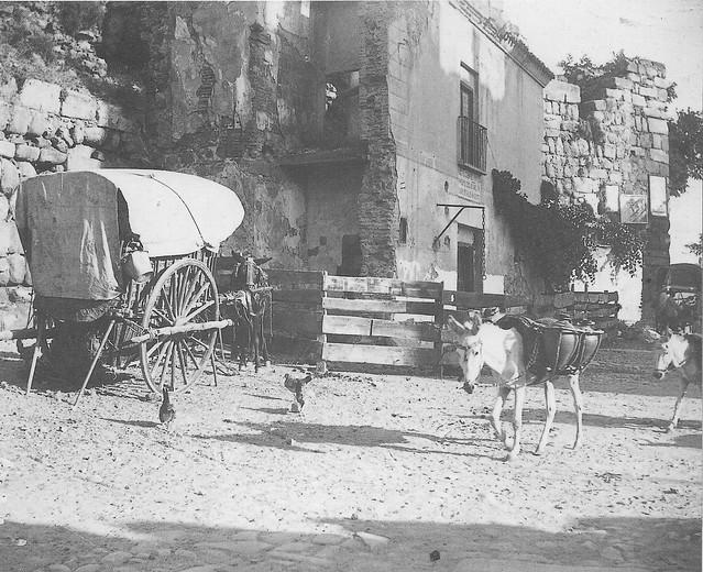 Casa que ocultaba la Puerta de Alcántara hasta 1911. Fotografía de Pedro Román Martínez