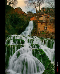 The medieval village separated by a waterfall / Orbaneja del Castillo, el pueblo medieval separado por una cascada. (OMA photo) Tags: espaa waterfall spain village pueblo medieval burgos cascada silks separated separado orbanejadelcastillo sedas