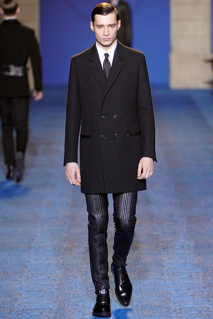FW11_Milan_Versace002_Adrien Sahores(VOGUEcom)