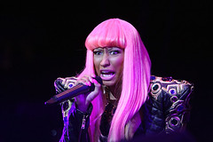 nicki-minaj-power-house-2010-concert-10-22-pink-hair