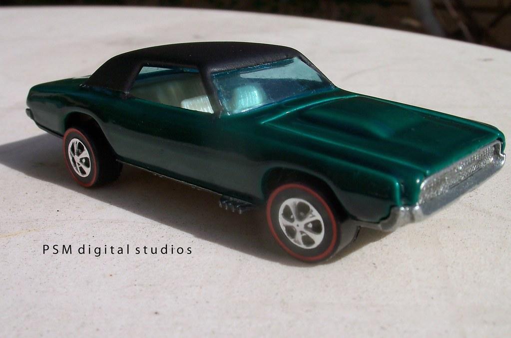 1967 Ford Thunderbird / 1967 Mattel Hot Wheels Custom T-Bird