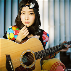 album cover shooting - Pixie Tea *3 (Twiggy Tu) Tags: china portrait 120 6x6 tlr film rolleiflex square beijing singer f28 2010 80mm carlzeiss  kodakpro160 twiggyphoto  pixietea albumcovershooting
