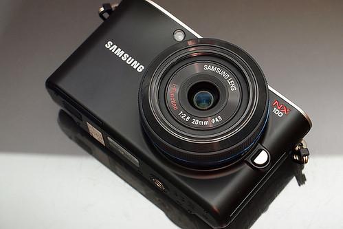 Samsung_NX100_exterior_22