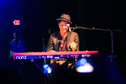 Bruno Mars, piano, concert