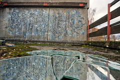 (beplus) Tags: blue roof abstract abandoned glass canon graffiti mirror drops freestyle paint looking place drawing dessin spray peinture bleu drips graff shape miroir forme gouttes abstrait abandonn coulure dlabr lettrage friche dsaffect 40d arosol