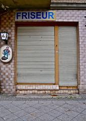 Dauerwellen (web.werkraum) Tags: street wedding urban berlin germany deutschland typography jalousie hairdresser typo schrift berlinwedding 2010 buchstaben friseur schultheiss versalien geschlossen dauerwellen typogrphie dasdasein bildfindung tagesnotiz webwerkraum karinsakrowski schnwalderstr friseurlden
