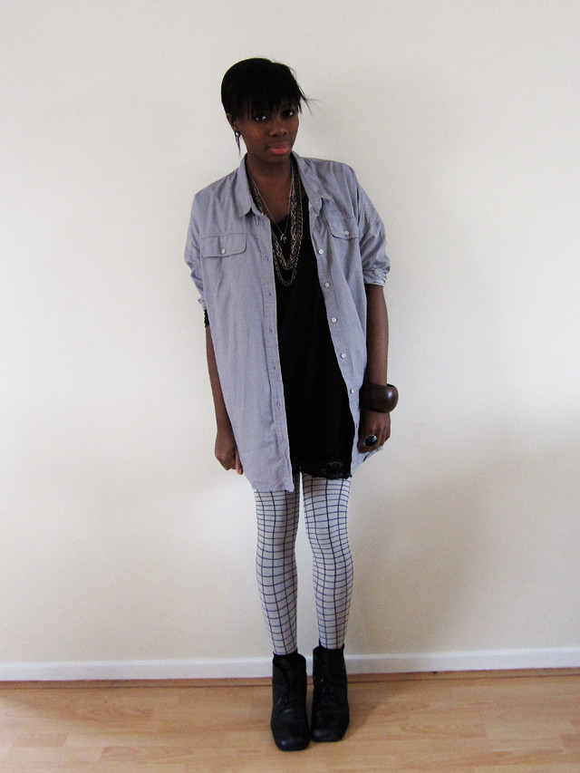 baggy shirt and grid tights
