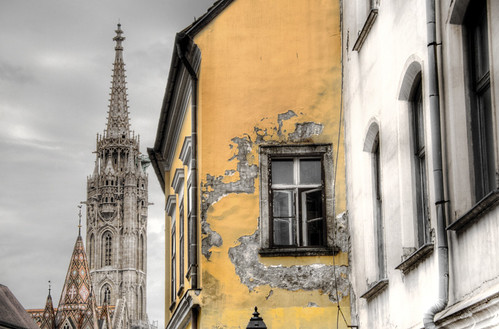 Crack and tower. Budapest. Grieta y torre