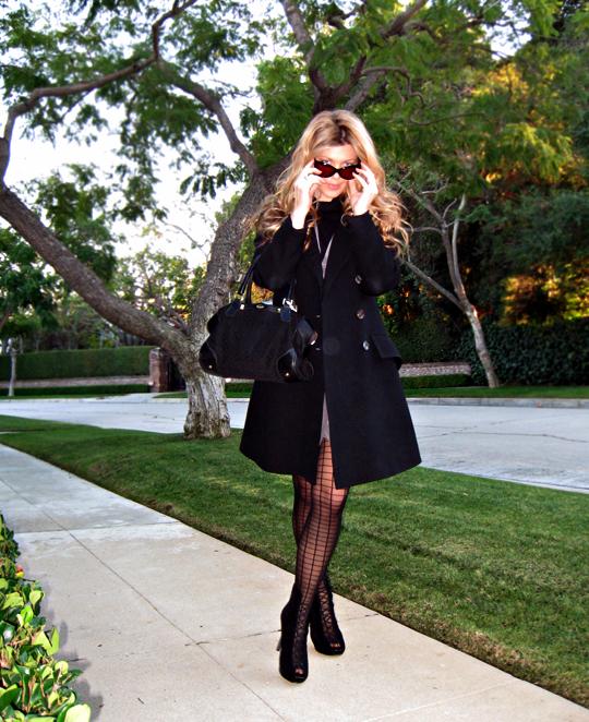 vintage coat+vintage bag+cat eye sunglasses+grid tights+ankle boots+pf