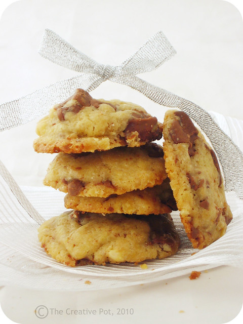Choc-Chip & Walnut Cookies