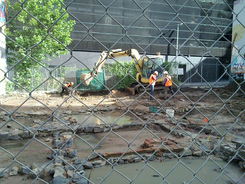 Archaeological dig resumed in Little LaTrobe Street
