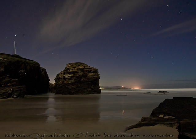 Praia das catedrais by night