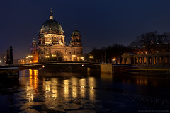 Golden Light (Merry Christmas) (Dietrich Bojko Photographie) Tags: winter light reflection berlin ice reflections germany deutschland licht explore spree frontpage lichter berlinerdom dietrichbojko dietrichbojkophotographie