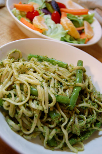 linguine w/ green beans & spinach walnut pesto