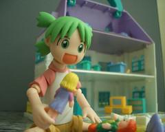 Yotsuba playing with Toys (duriana) Tags: toys figurine yotsuba revoltech