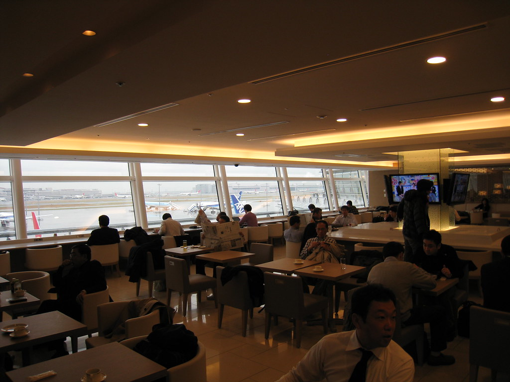 JAL Sakura Lounge Dinning Area at Haneda
