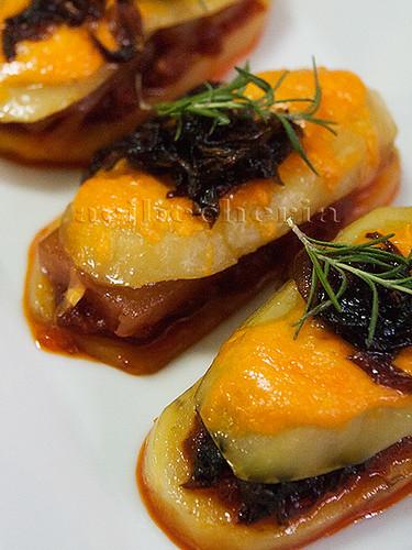 Patatas con sobrasada, queso y membrillo