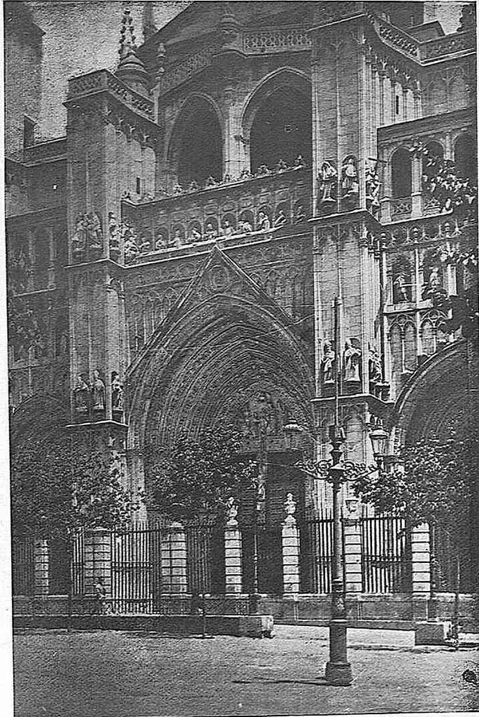 Catedral y Plaza del Ayuntamiento en 1925. Fotografía de Narciso Clavería publicada en diciembre de 1925 en la Revista Toledo