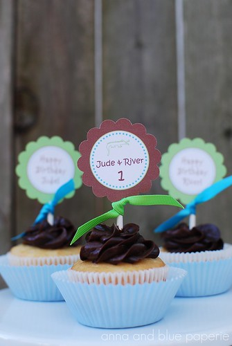 anna and blue paperie gator party decor cupcakes2 logo
