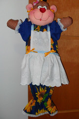 Laura_macaca (pudim_de_pano) Tags: patchwork avental bonecadepano puxasaco artesato