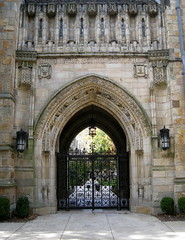 Branford-College-Gate-at-Yale-with-For-God-For-Country-For-Yale-motto-3 (mbgmbg) Tags: gate doors unitedstates connecticut places newhaven yale branfordcollege kw2flickr kwgooglewebalbum takenbymarkgerstein kwpotppt kwphotostream4 yalebuildings