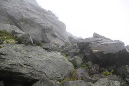 羅臼岳の山頂の岩場