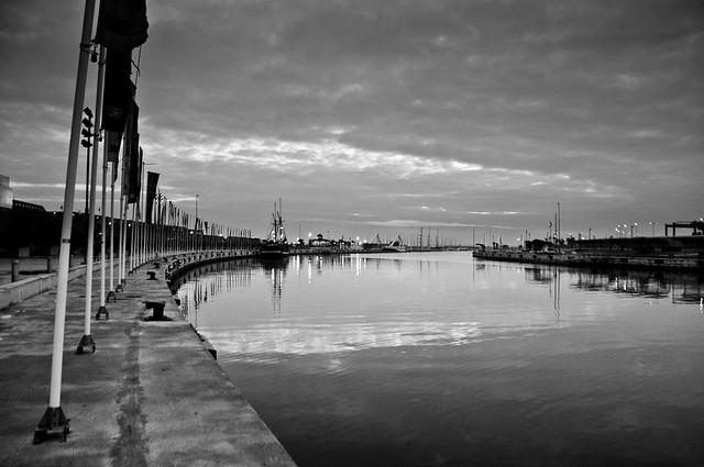 1111-el puerto, vacío, dice que no es un día normal