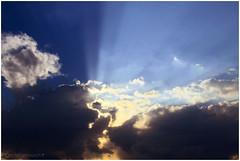 (Ana Eversbusch) Tags: sunset sky cloud clouds landscape atardecer heaven wolken paisaje cielo nubes rays cielos sunrays landschaft nube rayos rayosdesol soleado anaeversbusch