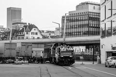 Shunting in Zurich: Swissmill and being photographed (1/2) (jaeschol) Tags: am843 am843068 dieselhydraulischelokomotive eisenbahn europa hardbruecke kantonzrich kontinent kreis5 lokomotive rangieren schweiz stadtzrich swissmill switzerland transport zrich ch
