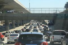 Embussos a l'autopista (_nur) Tags: caravana embussos cotxes cars coches autopista motorway road losangeles