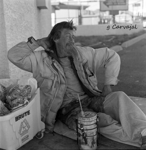 "11-22-10 hass005 ""Vic strikes a pose"" homeless in Arizona"
