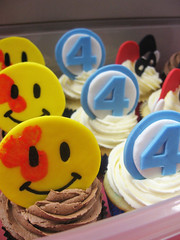 Superhero Cupcakes (Jenny Burgesse) Tags: cupcakes superhero watchmen fantastic4 fondant geeksweets comicbookshoppeartgala2010