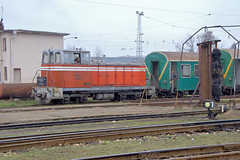 BDZ Soviet-built narrow gauge shunter 81 008 with the consist of the morning Septemvri to Bansko train, Septemvri, Bulgaria, February, 2007 (Ivan S. Abrams) Tags: ivansabrams abramsandmcdanielinternationallawandeconomicdiplomacy ivansabramsarizonaattorney ivansabramsbauniversityofpittsburghjduniversityofpittsburghllmuniversityofarizonainternationallawyer