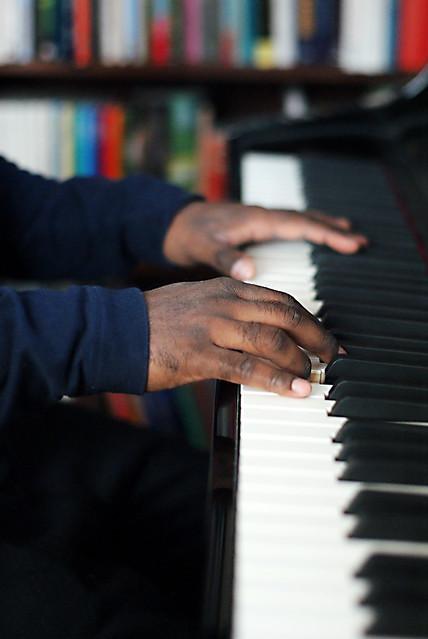 moses och pianot händer