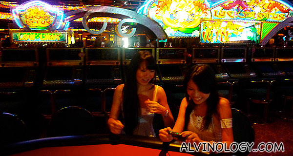 Bloggers, Wendy and Cherie, pretending to gamble