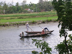 Working on the River (Hoi An 2005) (mikecogh) Tags: 2005 rural work river boats fishermen traditional vietnam hoian nonla