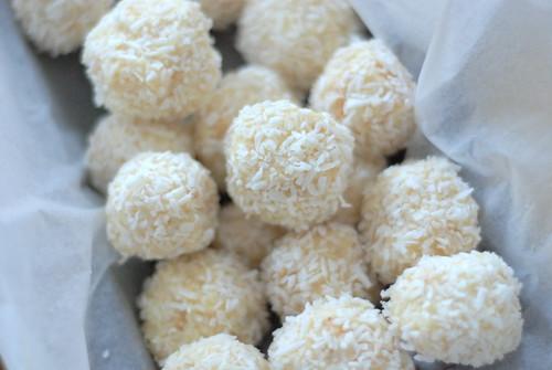 kookostrühvlid/coconut truffles